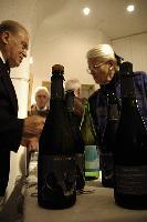 il vino Lucini rallegra i 3 amici